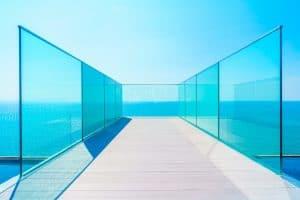 סגירת מרפסת זכוכית מחיר