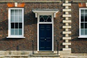 כמה עולה להחליף דלת כניסה לבניין