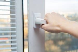 חלון שירותים מחיר